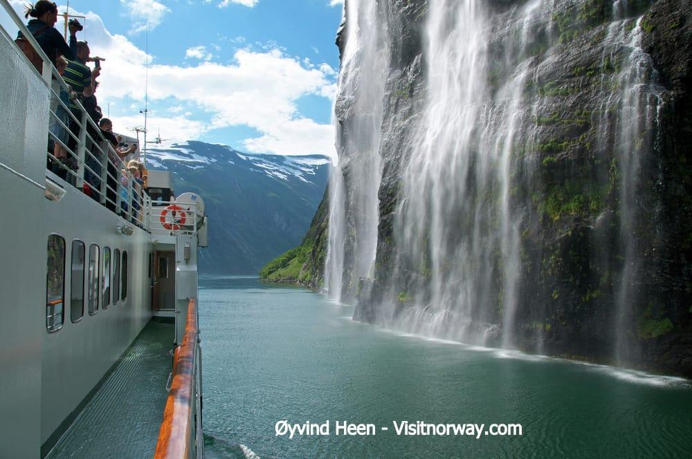 ガイランゲルBrudesloret-waterfall-Geirangerfjorden-062014-99-0139_1500