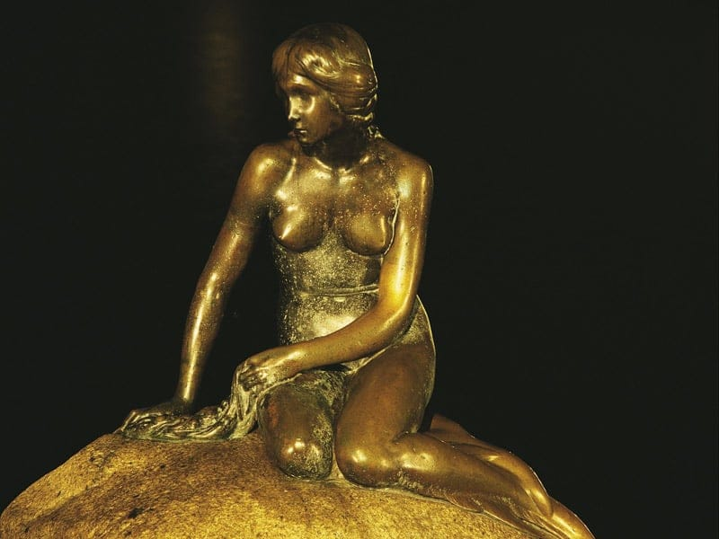 コペンハーゲンのシンボル人魚姫の像