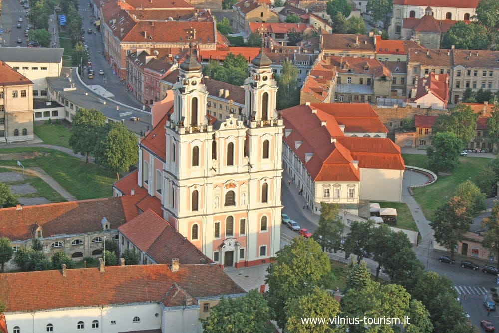 ヴィリニュスhttp---www.vilnius-tourism.lt-wp-content-uploads-2012-01-St.-Catherines-Church-from-the-air